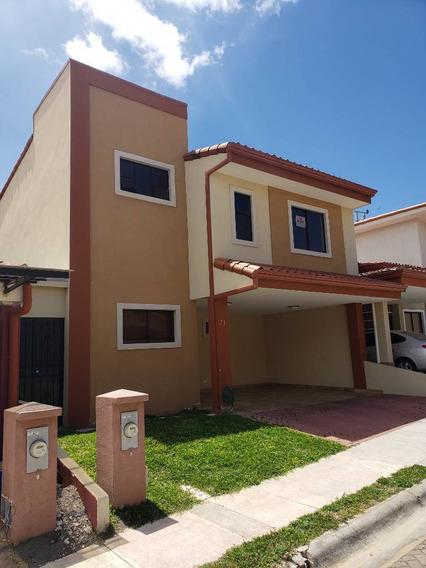 Se Vende Hermosa Casa En Condominio Santo Domingo De Heredia