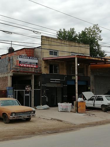 Imagen 1 de 1 de Vende Galpon Con Locales Y Departamento En Planta Alta.-