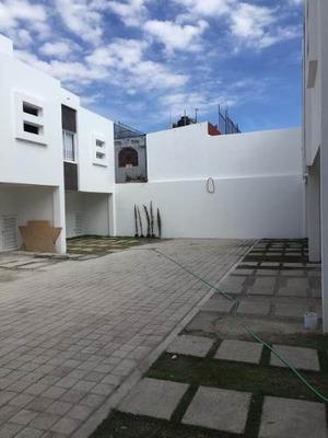 Casa En Venta Roof Garden, 5 Min Del Tec De Mty, Ccu,10 Min De Ibero, Conjunto Cerrado.