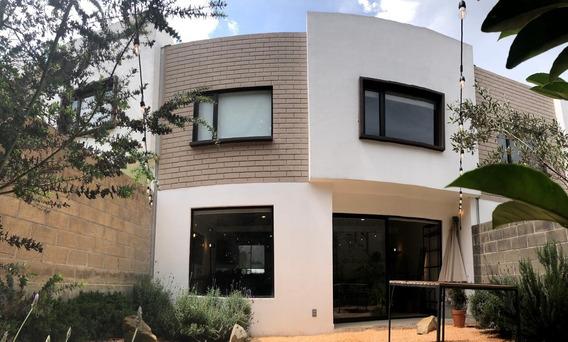Casa De 3 Recámaras, 2.5baños, Cocina Abierta, Jardín Zen