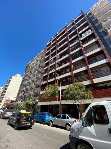 3 Ambientes Con Cochera Fija Y Vista Al Mar. Barrio La Perla. 682453