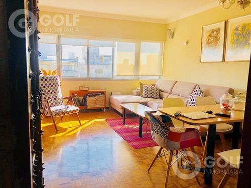 Vendo Apartamento De 2 Dormitorios Con Garaje, Próximo A Plaza Gomensoro, Punta Carretas