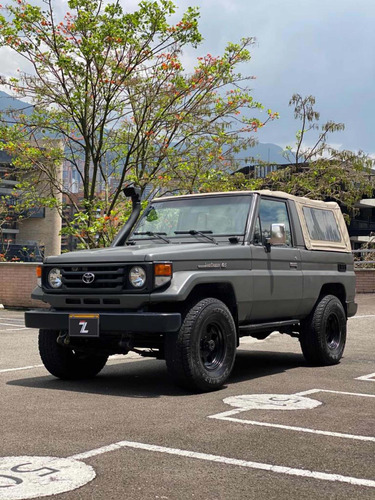 Toyota Land Cruiser 4.5 Carpada