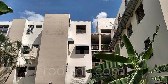 Apartamento En Las Acacias, Maracay