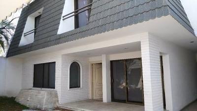 Amplia Casa, Con Excelente Ubicación, Atrás De La Glorieta M