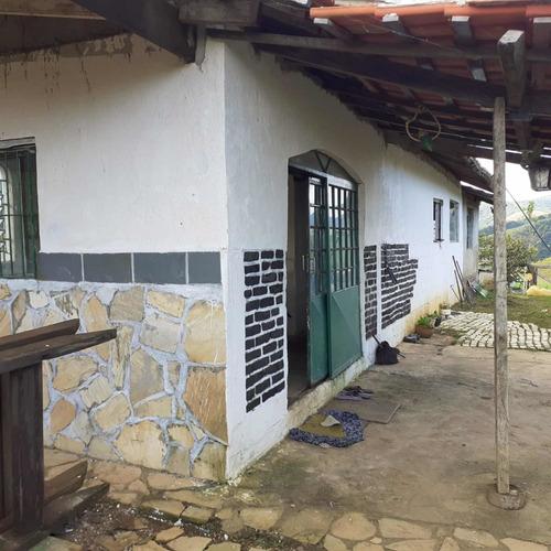 Chácara 2 Quartos, 1 Cozinha, 1 Banheiro E 1 Sala .