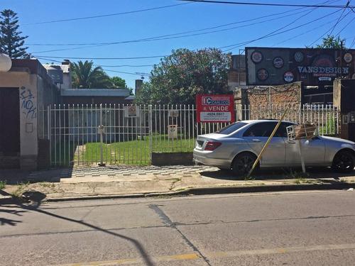 Casa Con Dos Dormitorios En Venta En La Av. Santa Rosa
