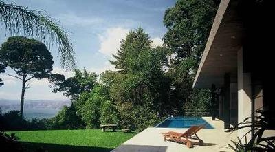 Exclusiva Casa Con Diseño Arquitectónico Y Vista Al Lago