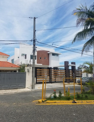 Casa De Dos Niveles En La Vega