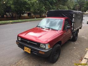 Toyota Hilux 2.4 Mt 2400cc 4x2 Est
