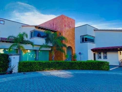 Residencia De Autor En Centro Sur, 740m2, 6 Autos, 4 Habitaciones, Doble Altura