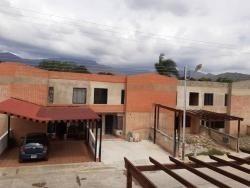 Thown House En La Cumaca. Wc
