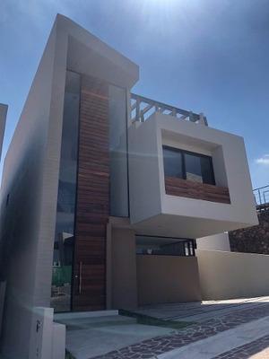 Hermosa Residencia En Privada Con Alberca