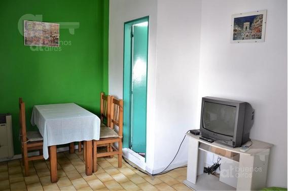 Villa Urquiza. Departamento 2 Ambientes Con Balcón!
