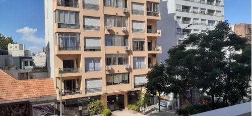 Apartamento Sobre Avenida, Ambientes Amplios