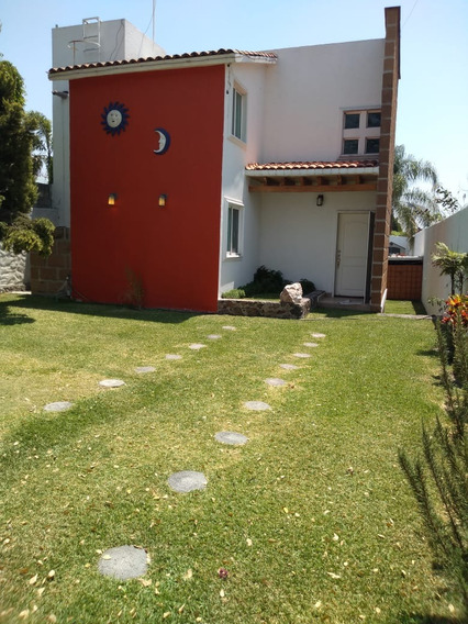 Amplísimo Jardín, Cómoda Casa, Excelente Precio.