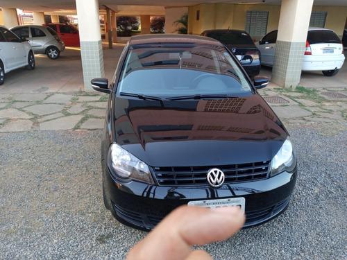 Volkswagen Polo 1.6 Sedan - 2014