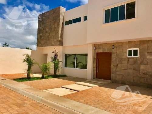 Casa En Venta En Cancún / Colegios