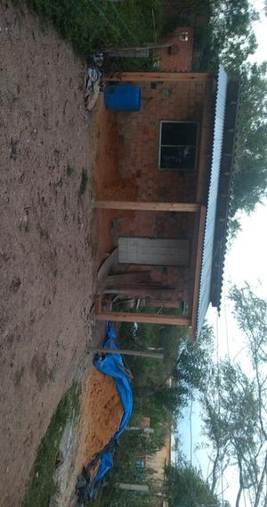 Casa, 2 Quartos, 1 Banheiro, Cozinha Com Sala Junto, Varanda