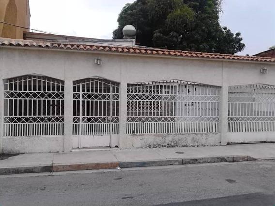 Se Vende Espectacular Casa De Dos Niveles, 04128921943
