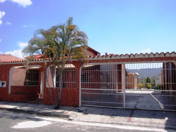 Avp 20-3868 Vende Casa En Urb. Le Cornice Castillejo