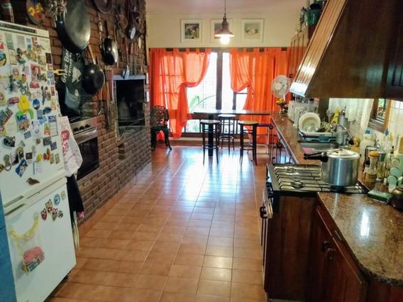 Hermosa - 4 Dormitorios - Asador Interior - Pque. Velez Sarsfield