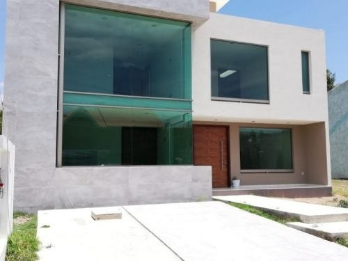 Residencia Inteligente En Venta En Arboledas De Santa Elena Con Un Diseño Contemporáneo.