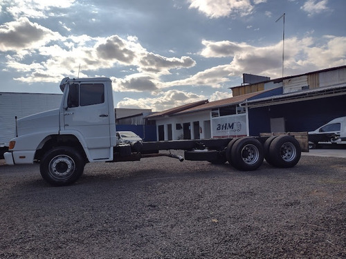 Imagem 1 de 15 de Caminhão Truck  No Baú Mb 1513