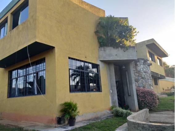 Amplia Casa De Esquina En Altos De Guataparo.