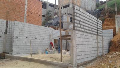 Casa Em Construção No Bairro Pinheirinho Embu Das Artes, Sp