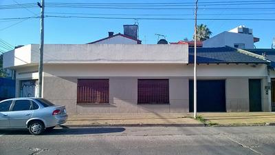 Casa 3 Amb. + 2 Locales Muy Buen Estado Y Ubicación