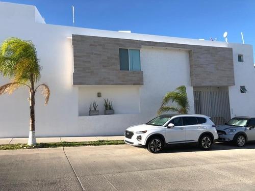 Casa En Venta -villa Magna- Ubicada En Esquina
