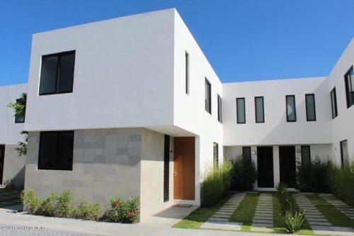Casa En Venta En Altos De Juriquilla, Queretaro, Rah-mx-20-27