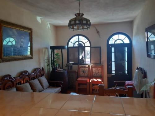 Casa De 4 Recamaras En Fraccionamiento Valle Dorado
