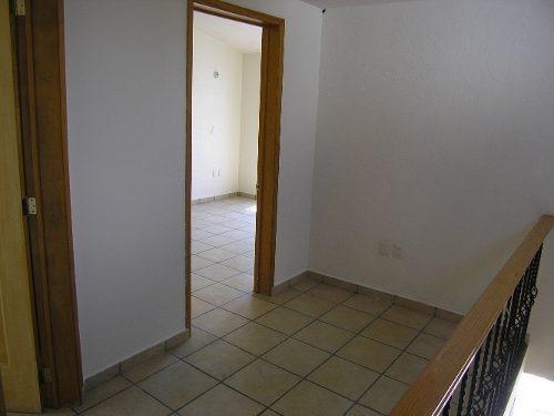 En Renta Casa Sola De 2 Plantas En Mansiones Del Valle Qro.