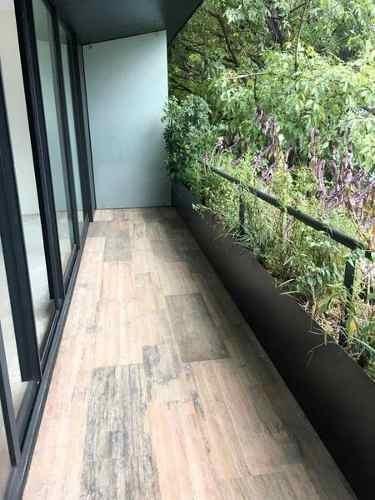 Nuevo, Moderno Con Balcón