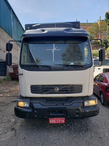 Imagem 1 de 14 de Caminhao Volvo Vm 310 Trucado Bau Frigorifico Em Otimo Estad