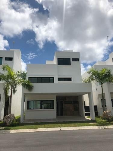 Casa En Renta, Amplia Y Hermosa, Seguridad 24/ 7 Y Alberca