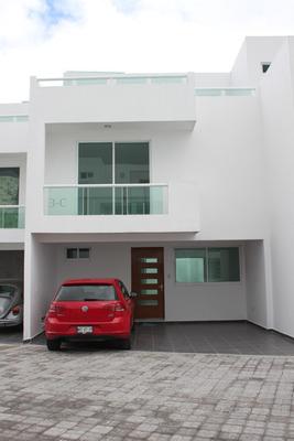 Casa En Privada Pequenia De 10 Casas