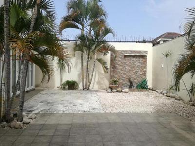 Hermosa Y Moderna Casa En Las Prederas Con 3hab 323m2