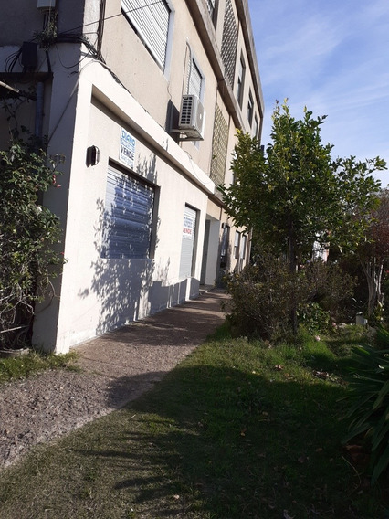 Casa En Ph, Planta Baja, Jardín, Cochera, Sobre Avenida.