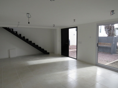 Casa Duplex Gonnet - 28 489 Y 491, 95 M2.-