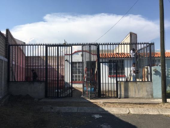 Casa De Una Planta Con Terreno Excedente (casi El Doble).