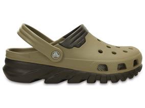Zapato Crocs Caballero Duet Max Clog Khaki