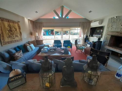 Exelente Residencia, Ideal Para Vivir Todo El Año En Punta Del Este.- Ref: 11375
