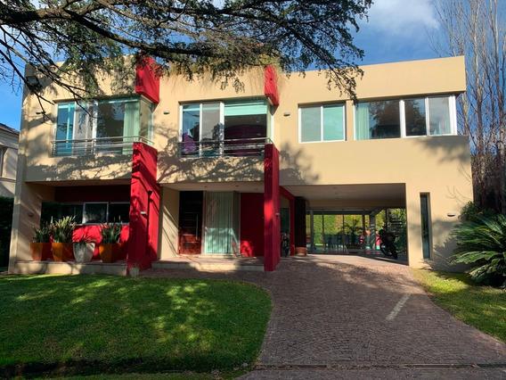 Excelente Propiedad, Ideal Home Office, Barrio Cerrado