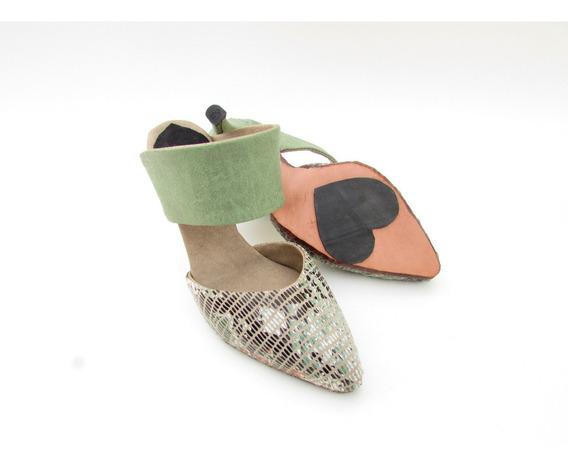 Zapato De Punta Tipo Mule Con Serpiente