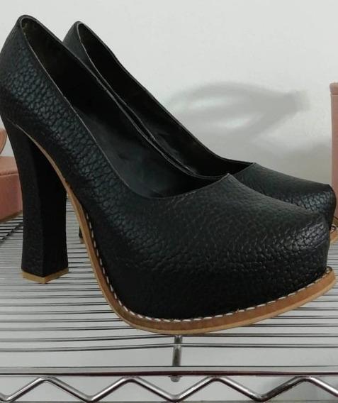 Zapatos Con Tacones De Cuero