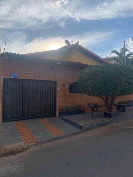 Casa Com 3 Quartos Localizada No Monte Carmelo.
