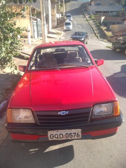 Chevrolet Monza. 2.0 Sle